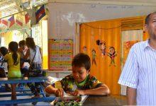 """""""ไพโรจน์ จันทะวงษ์"""" ชีวิตครูจิตอาสา กับโรงเรียนตู้คอนเทนเนอร์ในแคมป์ก่อสร้าง"""